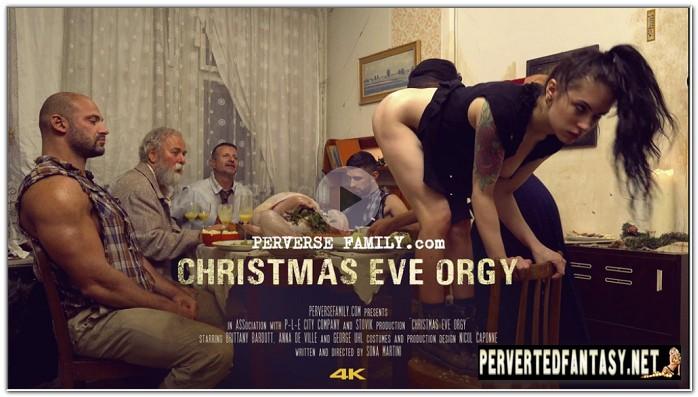 PerverseFamily.Com-Christmas-Eve-Orgy-1.jpg
